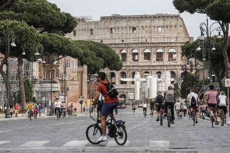Movimentação em frente ao Coliseu de Roma, na Itália