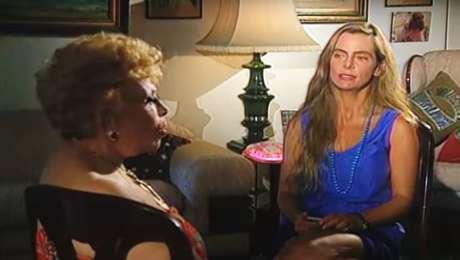 Bruna Lombardi e Dercy na entrevista que impressionou os telespectadores em 1993