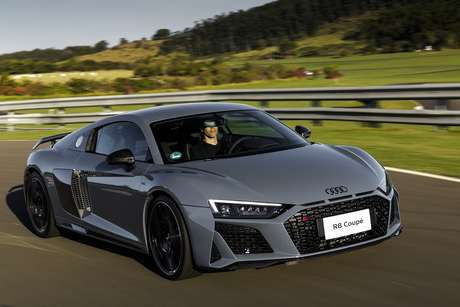 Audi R8 é um carro exclusivíssimo e não aderiu à moda do turbocompressor.