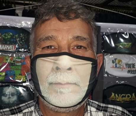 Máscaras com estampas de sorriso humanizam equipamentos de segurança