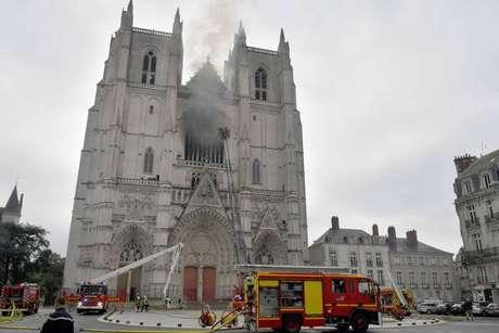 Incêndio em catedral destruiu piano centenário e vitrais