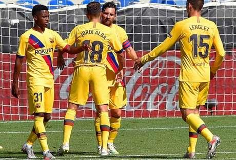 Coletivo do Barcelona foi destaque no duelo contra o Alavés (Foto: ANDER GILLENEA / AFP)
