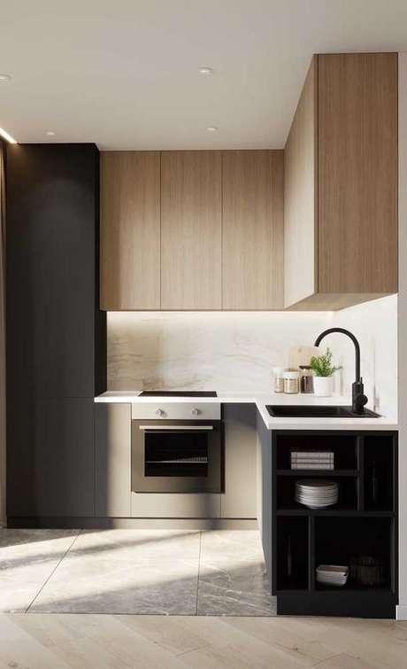 21. Cozinha planejada pequena com armário preto e madeira – Via: Ideias decor
