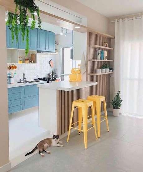 28. Use cores lindas para ter uma cozinha pequena bem decorada – Via: Pinterest