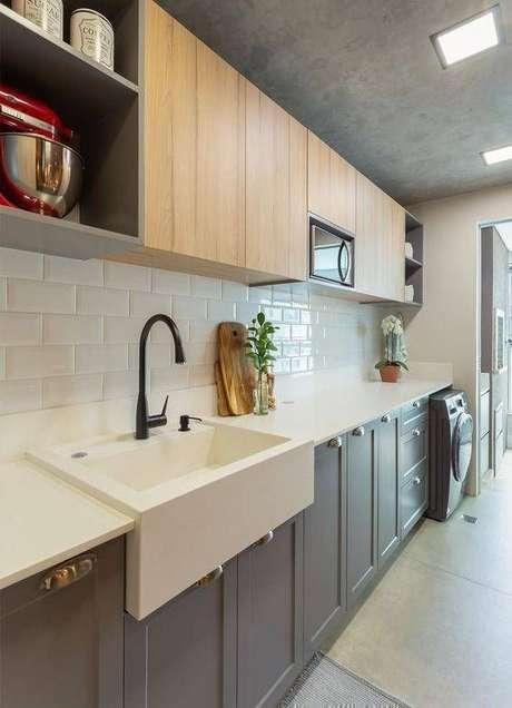 60. Cozinha pequena com pia branca moderna – Via: Pinterest