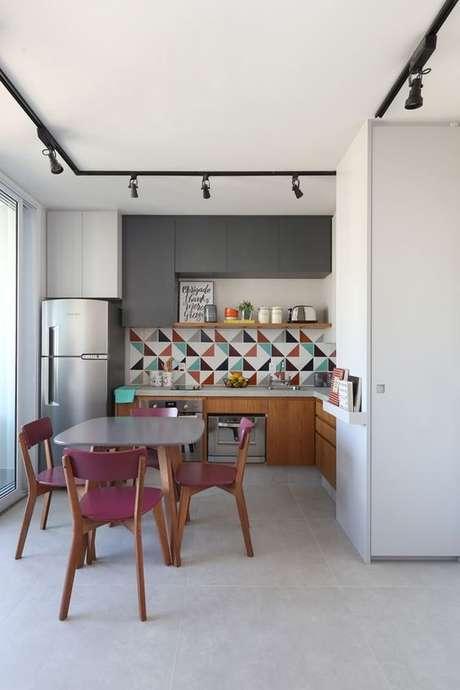 56. Escolha uma mesa pequena e prática para sua cozinha – Via: Casa Vogue