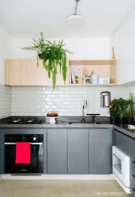 64. Cozinha pequena simples e bem decorada – Via: Pinterest