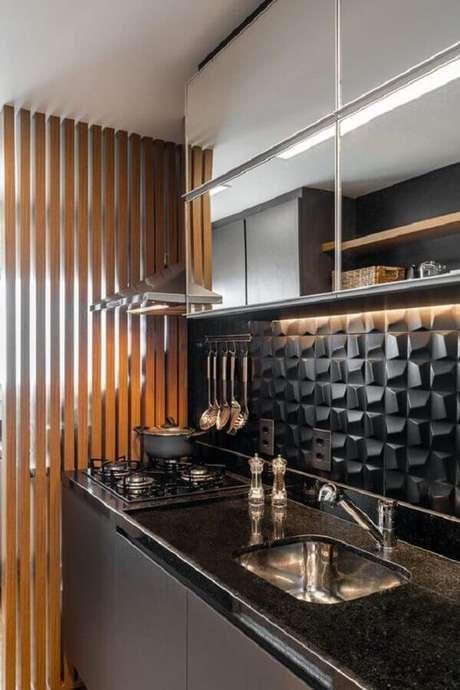 65. Cozinha pequena planejada preta com armário espelhado – via: Pinterest