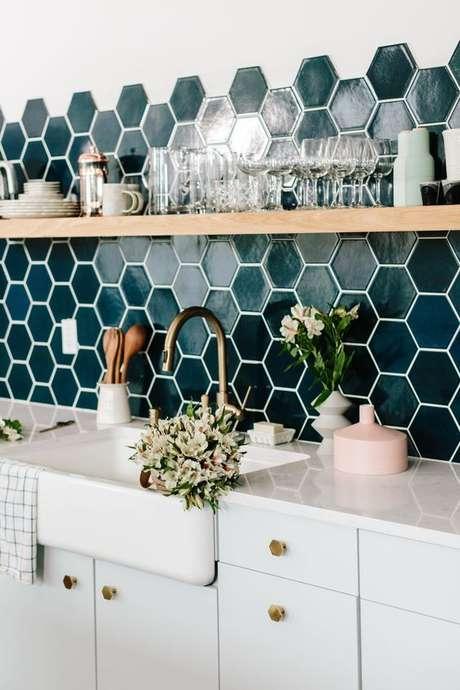 7. Revestimento verde de cozinha pequena – Via: Pinterest