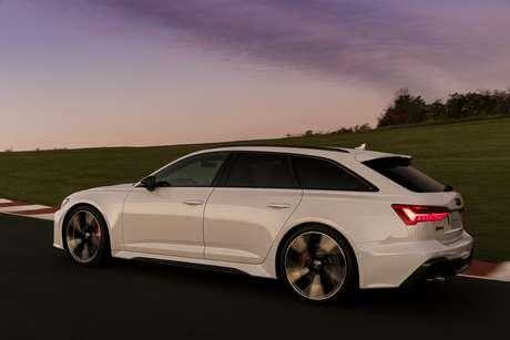 Perua mais rápida do mundo, a Audi RS6 Avant custa R$ 871.990 e registrou 49 unidades vendidas em 2021.