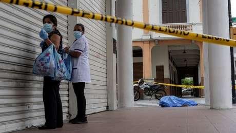 Corpos se amontoaram pelas ruas de Guayaquil