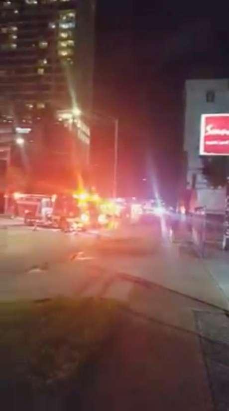 Carro de bombeiros é visto do lado de fora do consulado da China em Houston, nos EUA