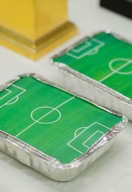 59. As famosas marmitinhas recheadas de doces para festa tema futebol lembrancinhas. Fonte: Pinterest