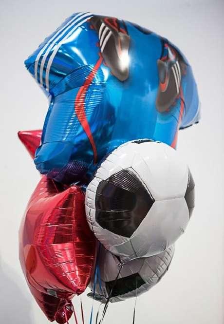 18. Balões não podem faltar na festa de aniversário tema futebol. Fonte: Pinterest