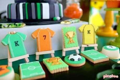 20. Biscoitos criativos feitos com tema de festa futebol. Fonte: Pinterest