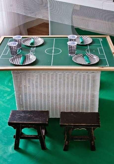 52. Decoração de festa tema futebol criativa. Fonte: Pinterest