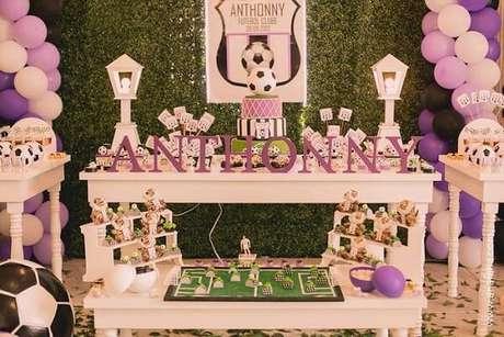 24. Decoração de festa tema futebol para meninas. Fonte: Pinterest