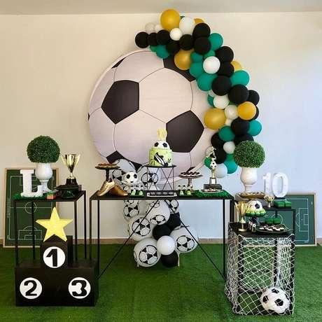 2. Decoração simples para festa com tema futebol. Fonte: Pinterest