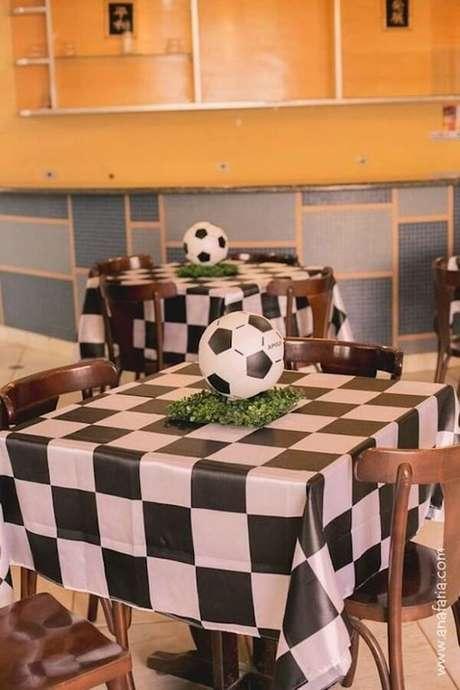 55. Decore a mesa dos convidados de forma especial. Fonte: Pinterest