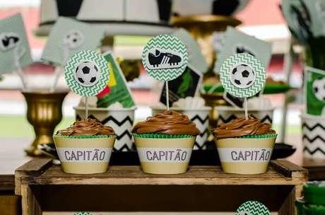 32. Detalhes que fazem toda a diferença na festa com tema futebol. Fonte: Festa Clean