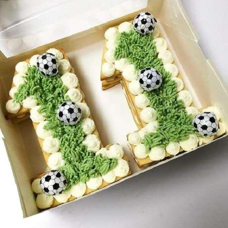 36. Festa tema futebol ideias de bolo na caixa. Fonte: Mil Dicas de Festa