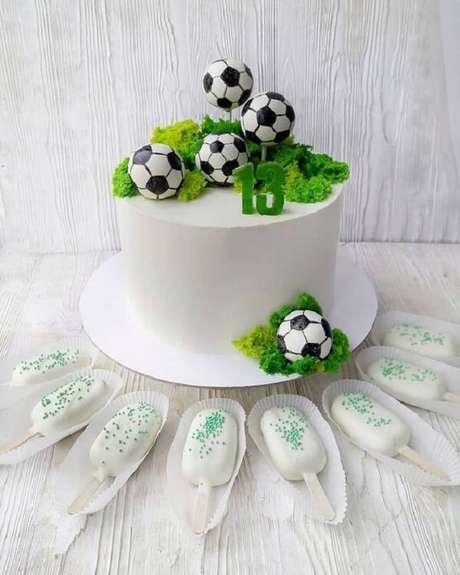 35. Festa tema futebol ideias para bolo. Fonte: Mil Dicas de Festa