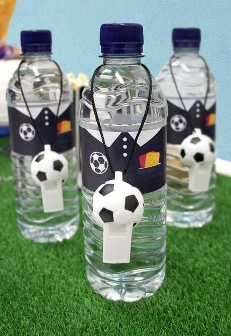 12. Lembrancinhas criativas feitas com garrafas de água. Fonte: Pinterest