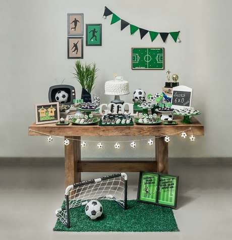73. Modelo de decoração simples para festa tema futebol. Fonte: Arquitetura Festiva