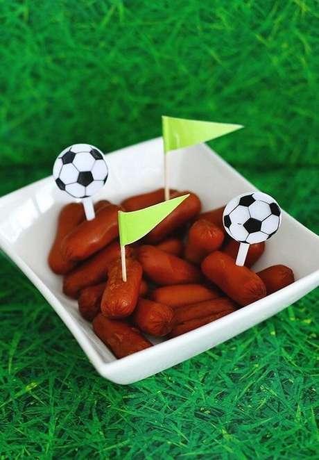 47. Porções individuais como ideias para festa tema futebol. Fonte: Pinterest