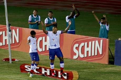 Bahia 'sobra', goleia Náutico e elimina Timbu da Copa do Nordeste
