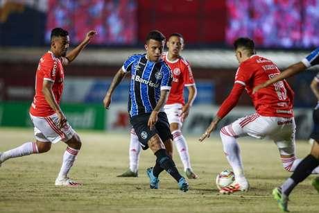 Grêmio vence Internacional por 1 a 0 na retomada do Gaúcho