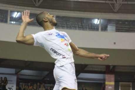 Lucarelli defendeu o Taubaté na última Superliga (Juliana Kageyama)