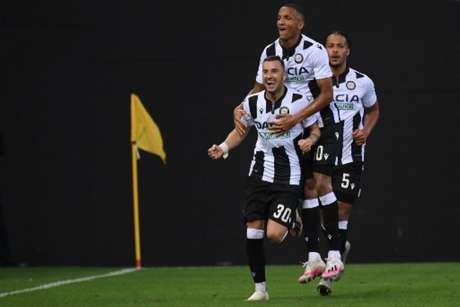 Udinese venceu em casa (Foto: MARCO BERTORELLO / AFP)