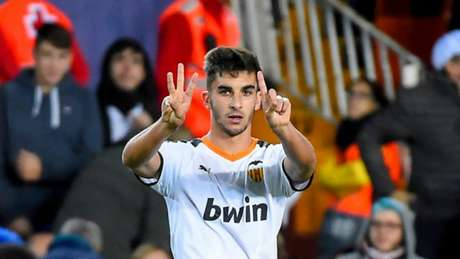 Desde que ingressou no time profissional, Ferrán Torres participou de 93 partidas e marcou 9 gols com a camisa do Valencia (Foto: AFP)