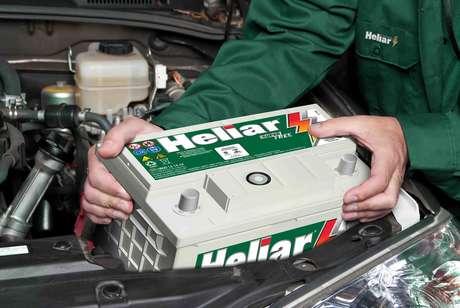 Responsável pelo funcionamento do sistema elétrico do carro, a bateria muitas vezes só é lembrada quando deixa o motorista na mão.