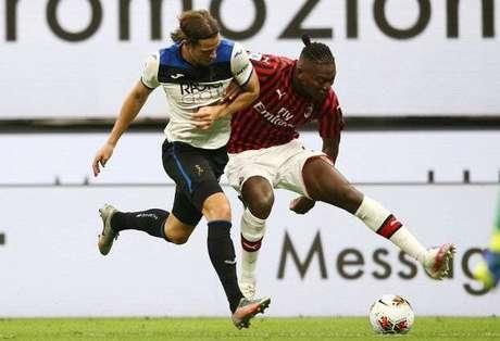 Çalhanoglu marcou para o Milan, enquanto Zapata fez para a Atalanta (Foto: Divulgação/Milan)