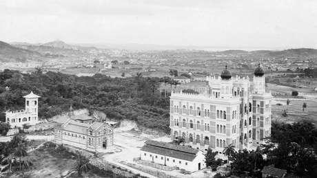O Castelo da Fiocruz foi erguido na fazenda de Manguinhos, em Inhaúma, na periferia da antiga capital federal