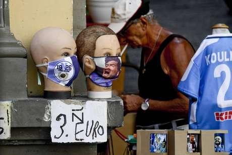 Máscaras à venda em Nápoles, capital da Campânia, no sul da Itália