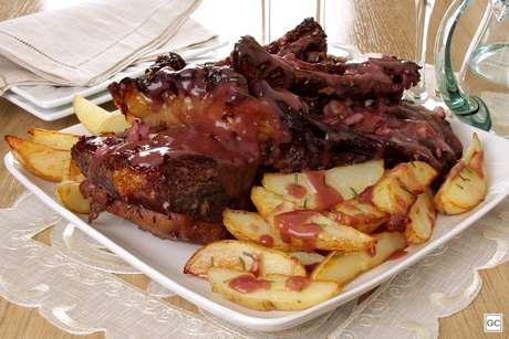Guia da Cozinha - 5 receitas de costela de porco que desmancham na boca