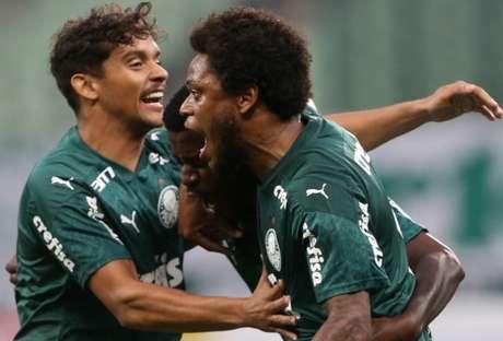 Luiz Adriano aproveitou rebote do pênalti que desperdiçou e garantiu a vitória do Palmeiras (Agência Palmeiras)