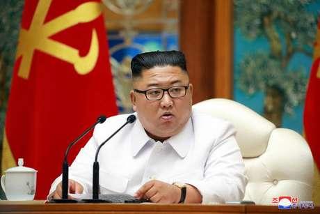 Kim Jong-un preside reunião de emergência após caso suspeito de coronavírus na Coreia do Norte