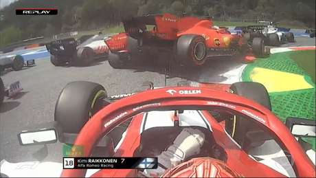 Charles Leclerc atropela o carro de Sebastian Vettel e força o abandono do companheiro de Ferrari