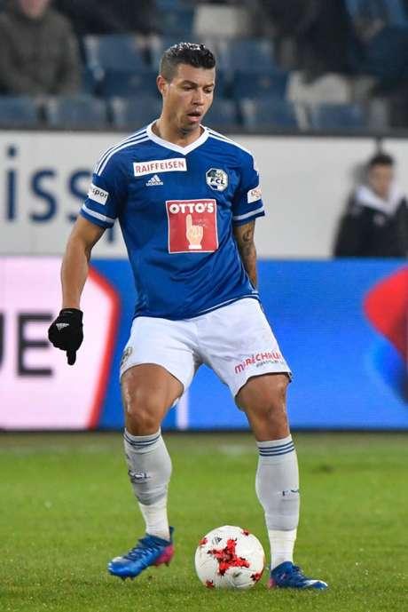 Lucas Alves parece viver os últimos momentos como jogador do Luzern, da Suíça (Divulgação)