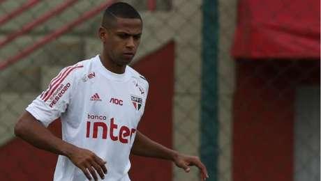 Bruno Alves em treino do São Paulo