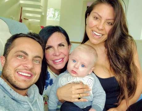 Thammy, Andressa Ferreira, Gretchen e o pequeno Bento