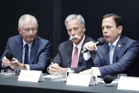 Tamas Rohonyi, Chase Carey e João Doria em reunião durante negociações para renovação da F1 com São Paulo em 2019