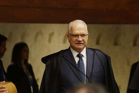 Fachin vai relatar ação de Bolsonaro contra suspensão de perfis nas redes