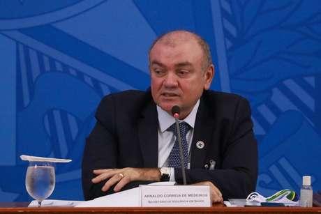 O secretário de vigilância em saúde Arnaldo Correia de Medeiros durante coletiva de imprensa sobre atualizações e medidas de enfrentamento ao coronavírus, no Palácio do Planalto, em Brasília (DF)