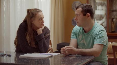 A especialista Jodi Rodgers ajuda Michael a se preparar para o primeiro encontro.