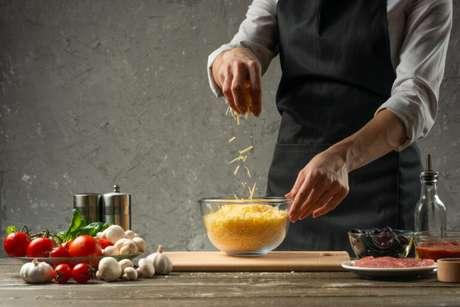 Guia da Cozinha - 7 Receitas com parmesão perfeitas para quem é louco por queijos